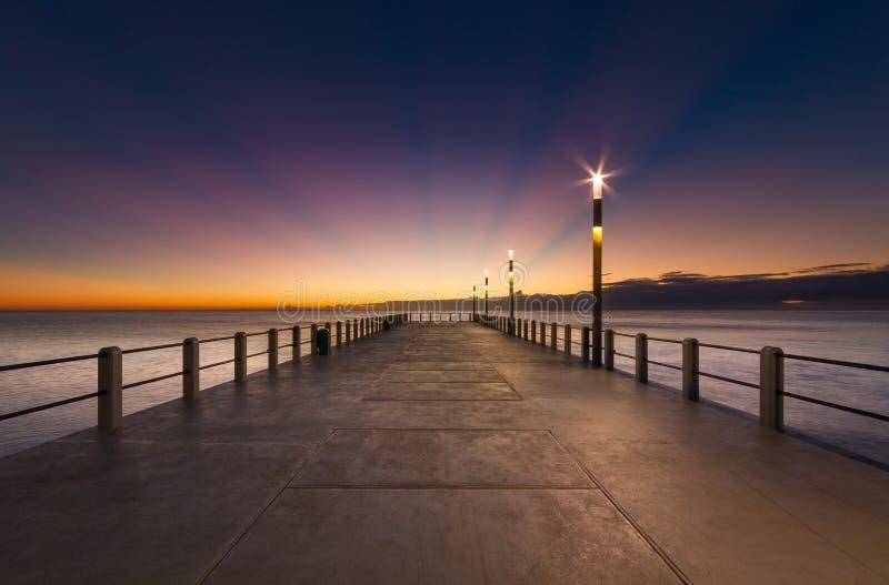 Himmel för pir för solnedgång för Durban Cityscapesoluppgång blå royaltyfria bilder
