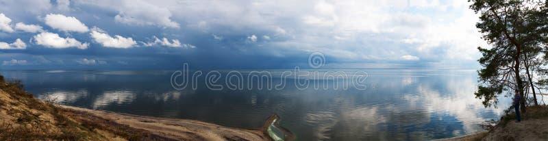 Himmel för vatten för landskap för panoramasiktsnatur royaltyfri foto