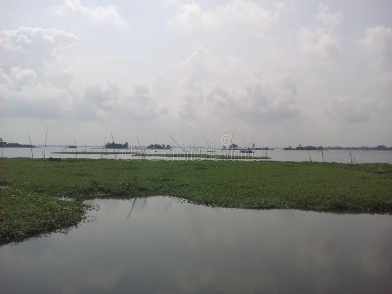 Himmel med floden royaltyfri foto