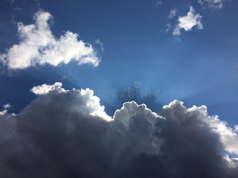 Himmel med stormmolnet arkivfoto