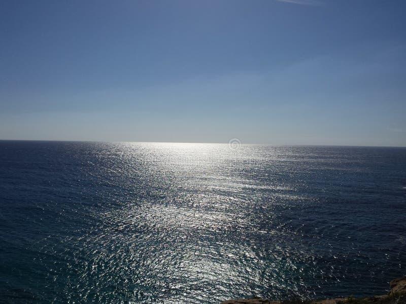 Himmel, Meer und Solarreflexionen lizenzfreie stockfotografie