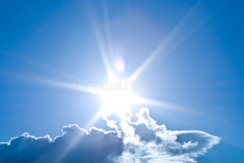 Himmel mit Sonne lizenzfreies stockfoto