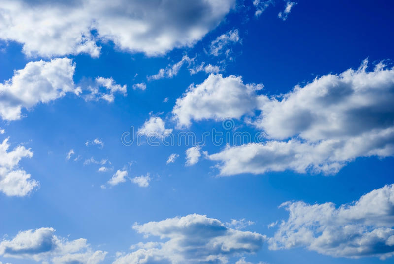 Himmel mit Wolken lizenzfreies stockbild