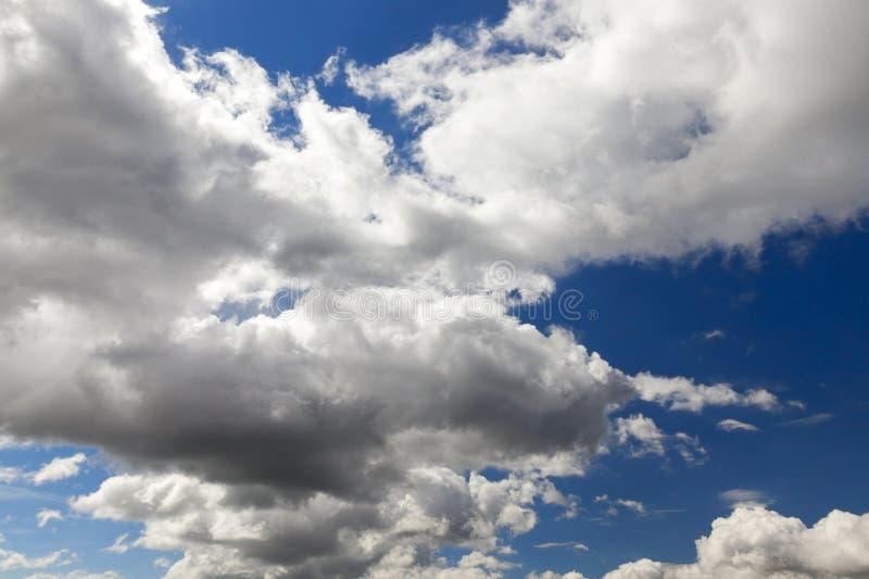 Himmel mit Wolken stockbild