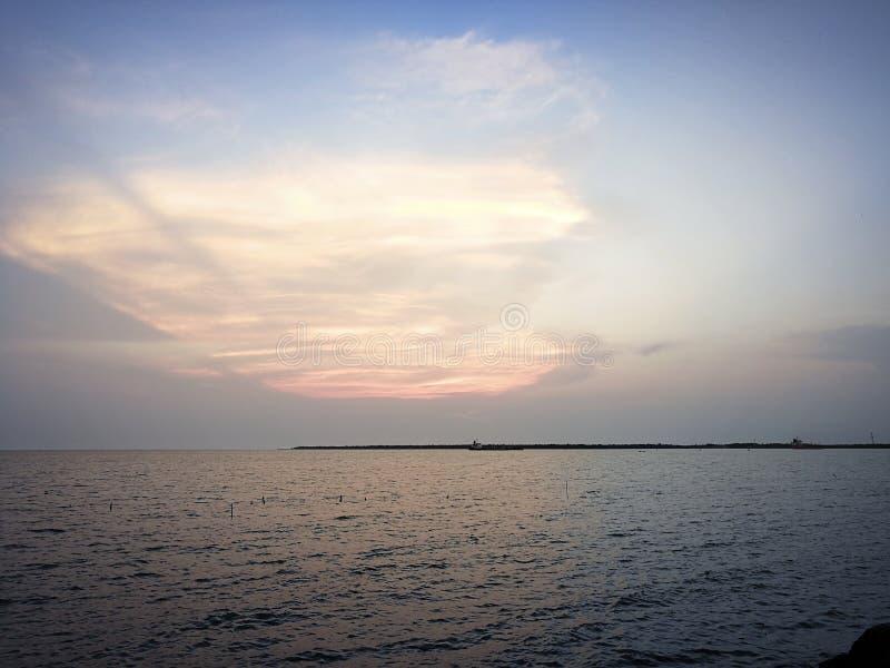 himmel- och havssikt på bangkok Thailand fotografering för bildbyråer