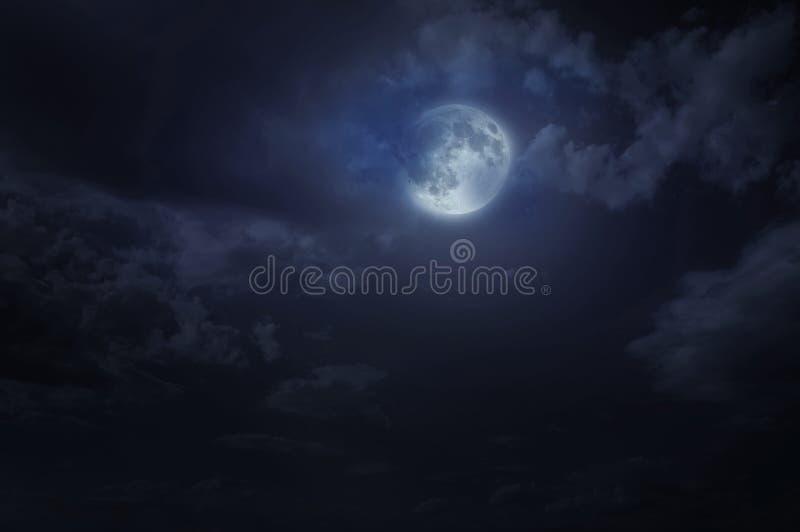 Himmel och måne för natt stjärnklar arkivfoto