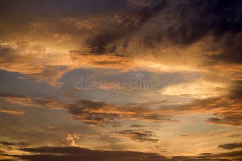 Himmel och moln med ett härligt royaltyfri fotografi