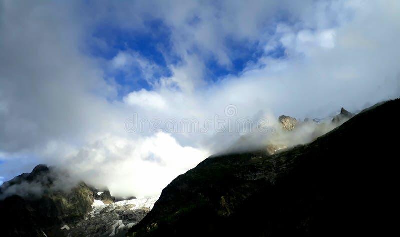 Himmel och montain arkivfoto