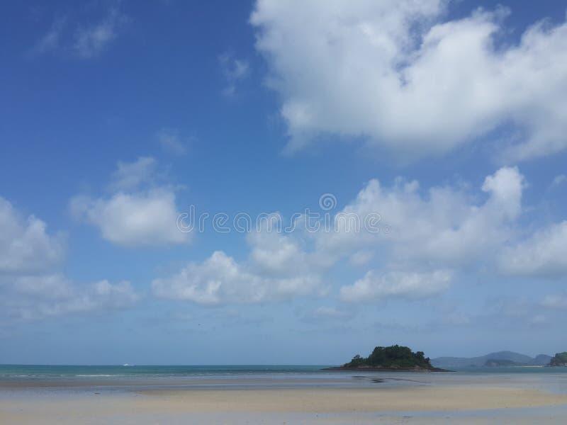 Himmel och strand arkivbilder