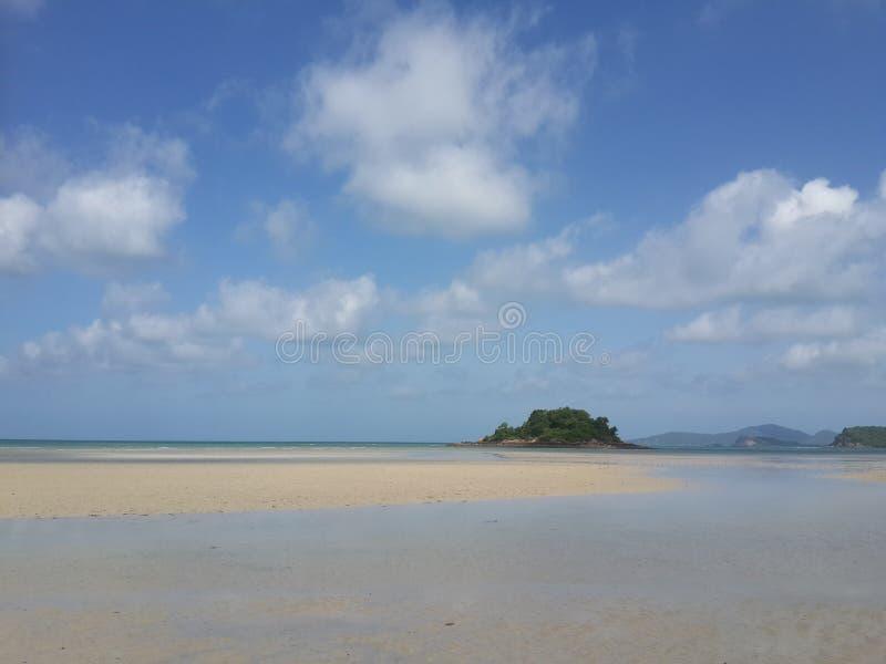 Himmel och strand royaltyfri bild