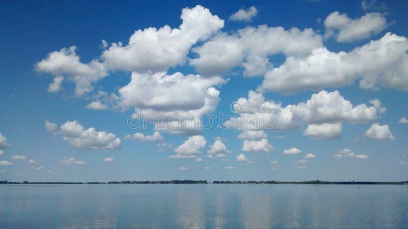 Himmel på mitt vatten royaltyfri fotografi