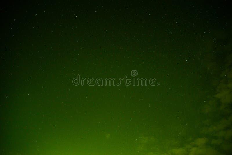 Himmel på nattgräsplan arkivfoto