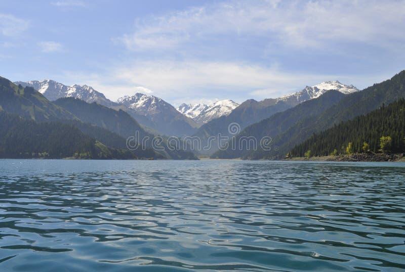 Himmel sjö av Tianshan royaltyfri fotografi