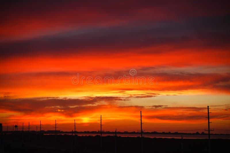 Himmel in Sonnenuntergang-Nord-Carolinaäußeren Querneigungen stockbild