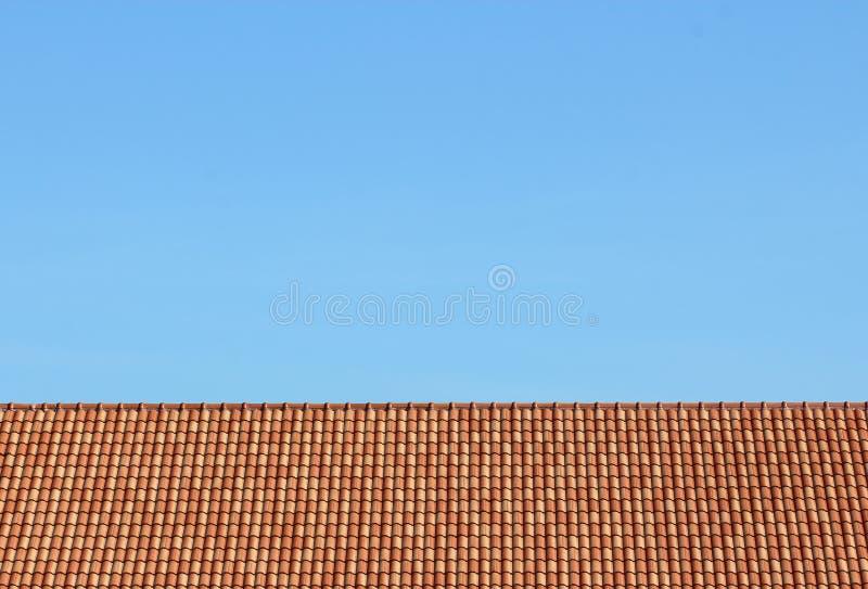 Himmel und Dach zu Hause lizenzfreie stockfotos