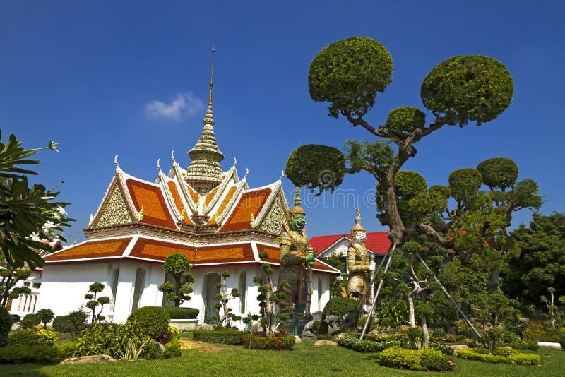 Himmel und Kirche Wat Arun lizenzfreies stockbild