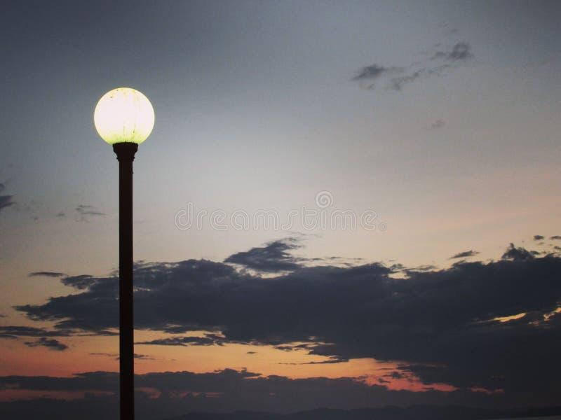 Himmel und Laterne stockbilder