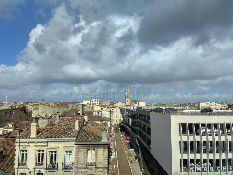 Himmel von Bordeaux lizenzfreie stockfotos