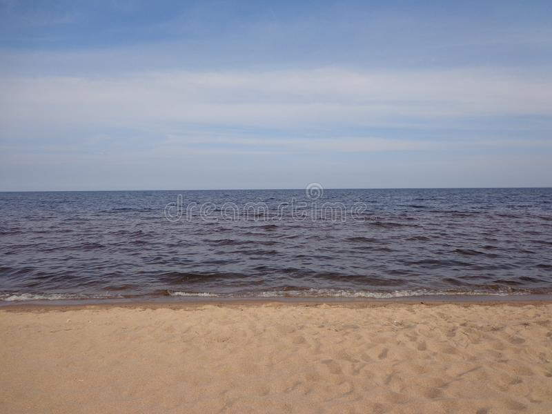 Himmellinje av golfen av Finland i stillheten fotografering för bildbyråer