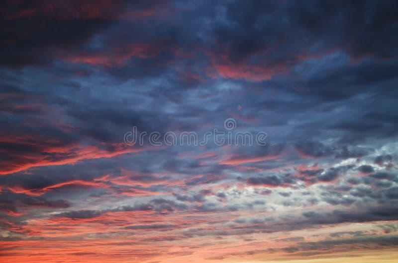 Download Himmelsolnedgång fotografering för bildbyråer. Bild av natur - 37347901