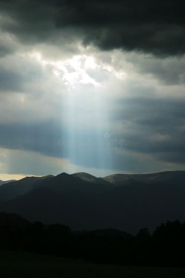 himmelstrålkastare fotografering för bildbyråer
