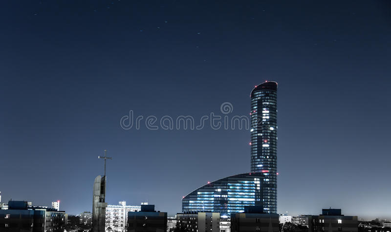 Himmeltorn på nattpanorama av staden Wroclaw royaltyfri fotografi