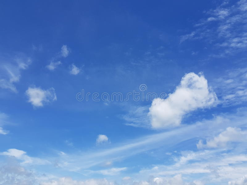 Himmelwolke windig lizenzfreie stockfotos