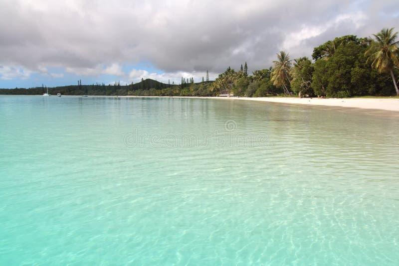 Himmlischer weißer sandiger Strand lizenzfreie stockfotografie