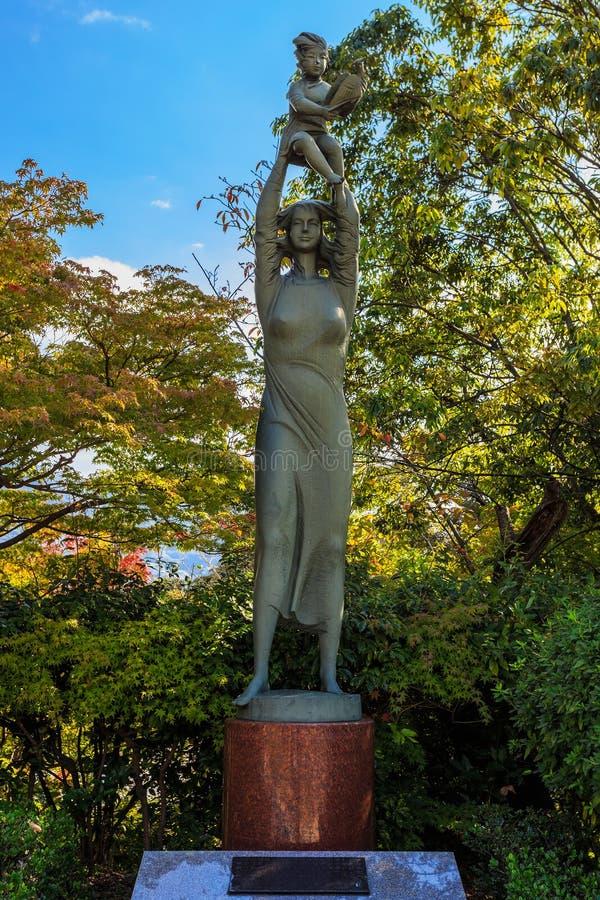 Himno a la escultura de la vida en parque de la paz de Nagasaki imagen de archivo