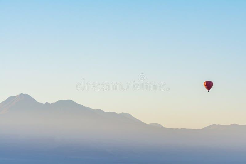 Hinche el paseo en la salida del sol en el desierto de Atacama, Chile foto de archivo libre de regalías