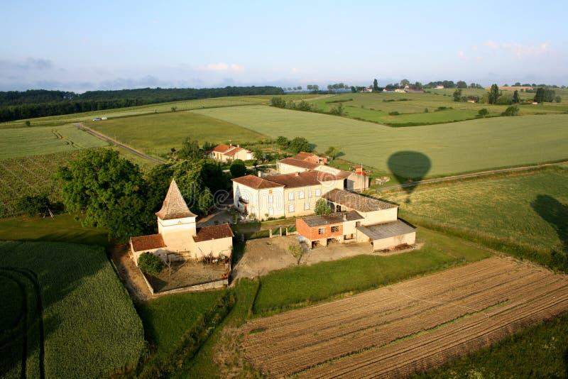 Hinche el paseo sobre un castillo francés en el sur de Francia foto de archivo libre de regalías