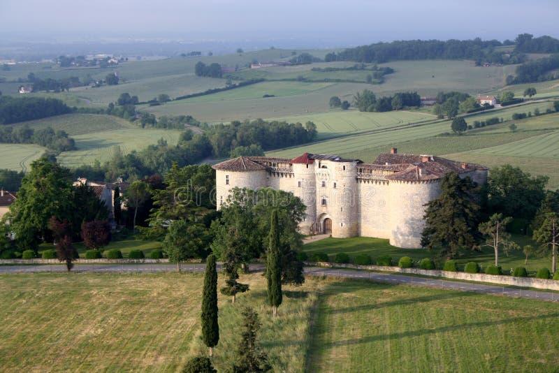 Hinche el paseo sobre un castillo francés en el sur de Francia imágenes de archivo libres de regalías