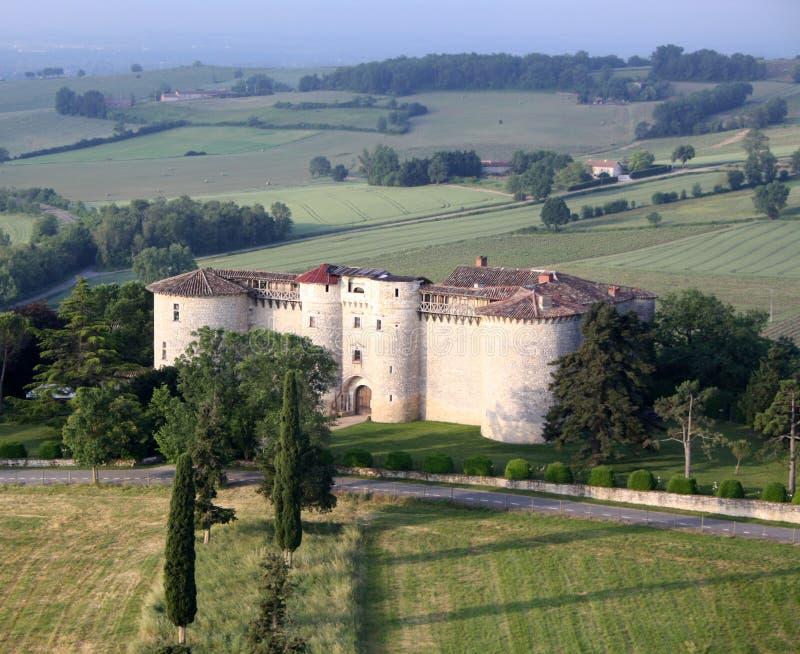 Hinche el paseo sobre un castillo francés en el sur de Francia imagen de archivo