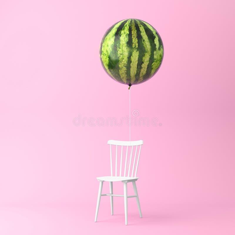 Hinche la sandía con concepto de la silla en fondo del rosa en colores pastel foto de archivo