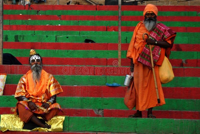 Hindi Monks på Varanasi royaltyfri fotografi