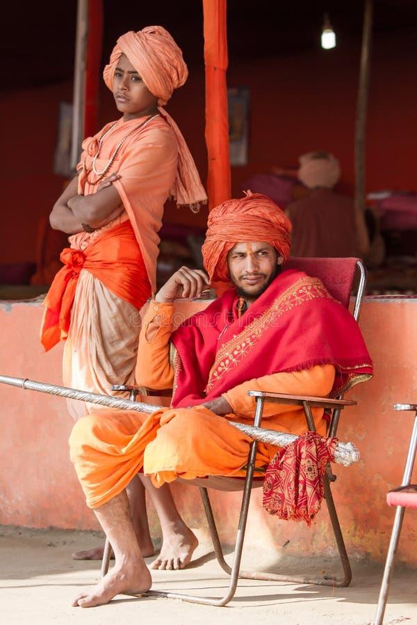 Hindische Priester beim Kumbha Mela in Indien lizenzfreie stockfotos