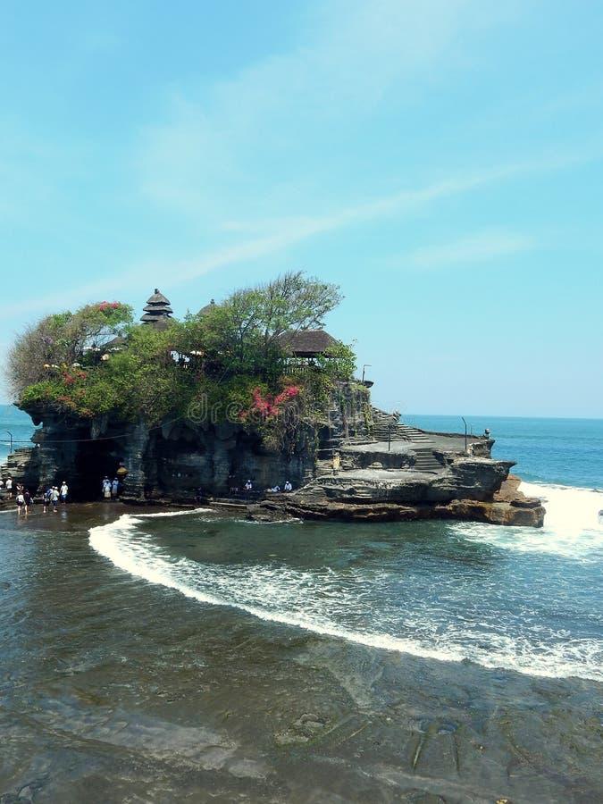 Hindischer Tempel auf dem Felsen an Tanah-Los Bali lizenzfreie stockfotografie