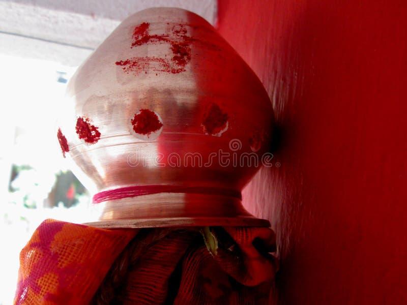 Hindisches traditionelles Kalash stockbilder