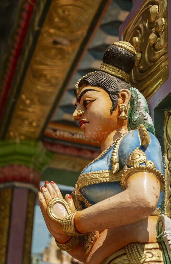 Hindoese Godsstandbeelden die Muthumariamman-Tempel in Kandy Sri Lanka omringen stock fotografie