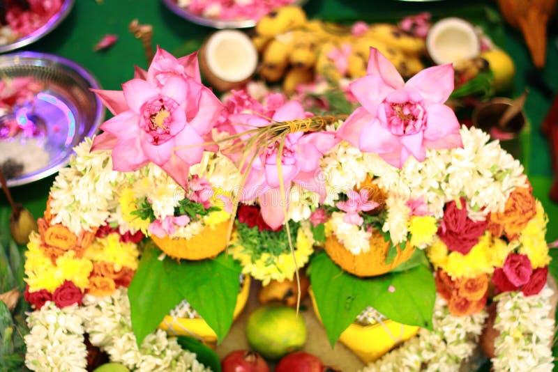 Hindoese Indische huwelijksceremonie, bloemen stock afbeelding
