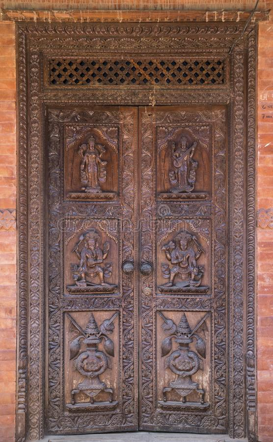 Hindoese tempel houten deur in Bhaktapur Nepal royalty-vrije stock foto's