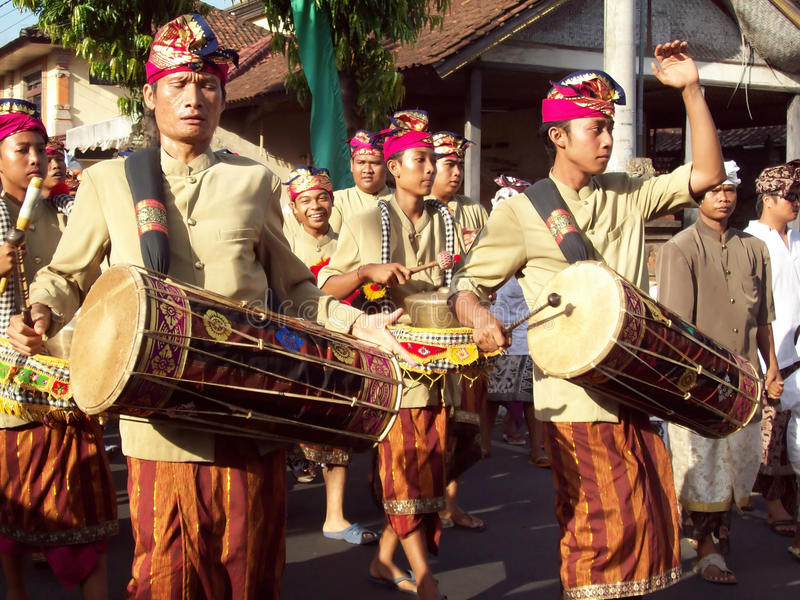 Download Hindu Ceremony On The Streets Of Ubud Editorial Photo - Image: 18586211