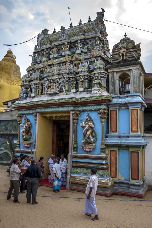 Hindu-Gläubige bei Koneswaram Kovil bei Trincomale lizenzfreie stockfotografie