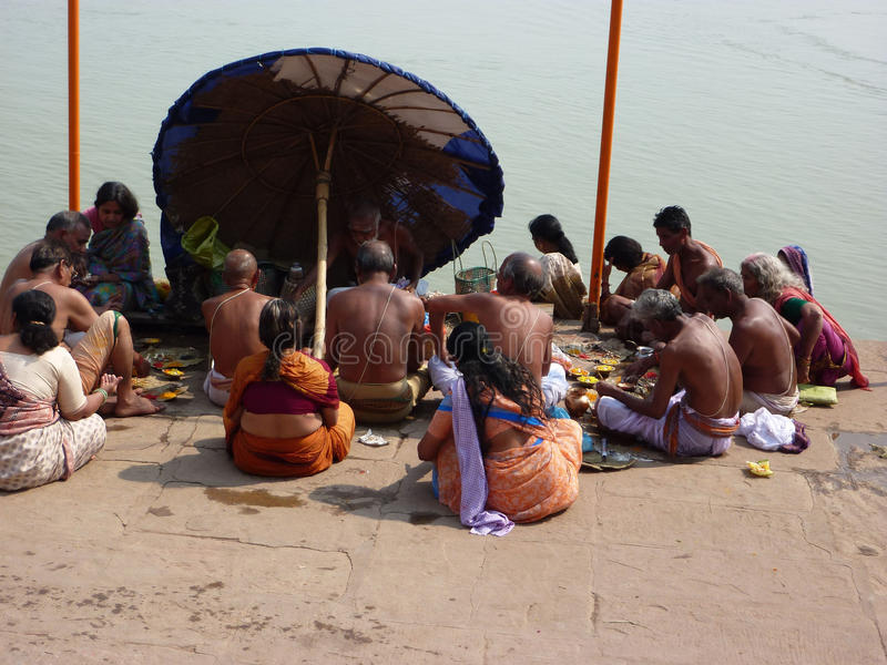 Hindu pilgrims and holy men gather on the Ganges stock images
