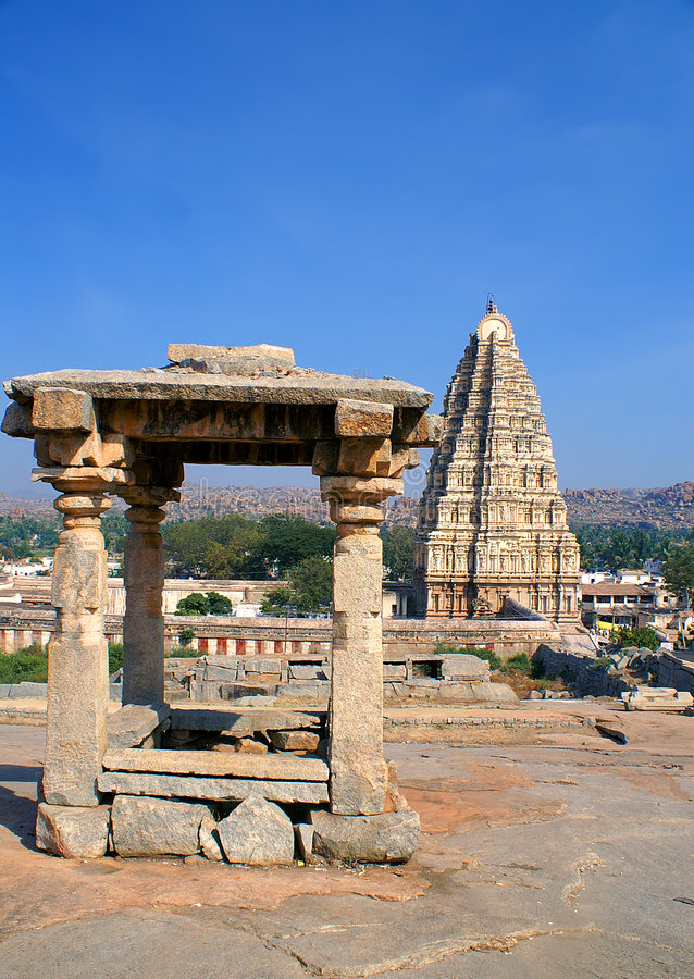 Free Hindu Temple And Tower Royalty Free Stock Image - 3160506