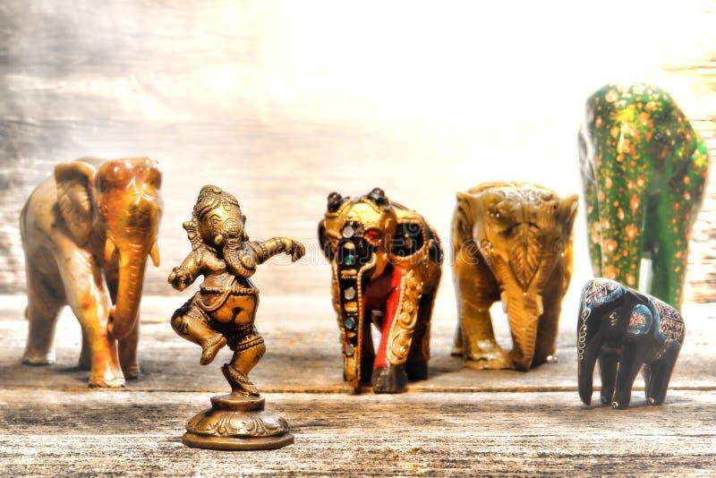 Hinduisk gudGanesh Figurine i dröm av elefanter royaltyfria foton