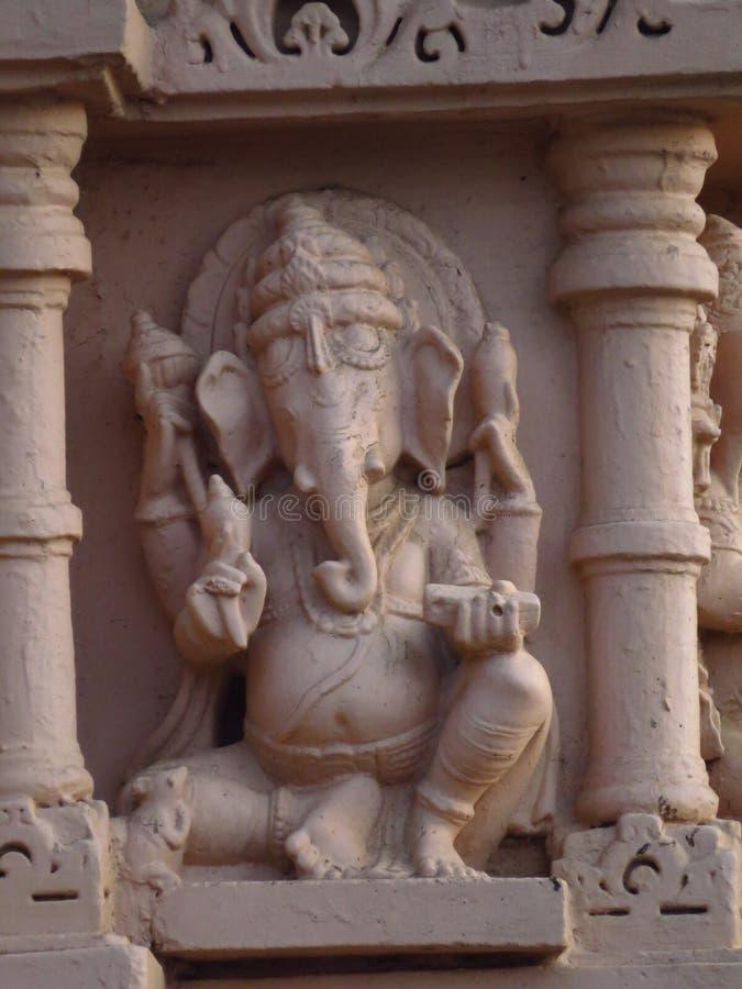 Hinduisk gudganesh på gammal pelare royaltyfri foto