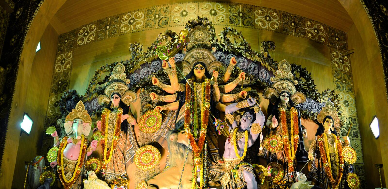 Hinduisk gudinnaförebild i Pandal, tillfällig tempel för royaltyfri foto
