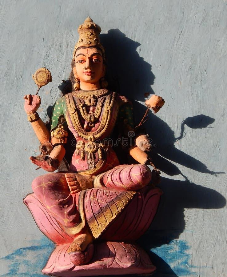 Hinduisk gudstaty av indisk hinduisk konst för gudinnaLakshmi vägg arkivbild