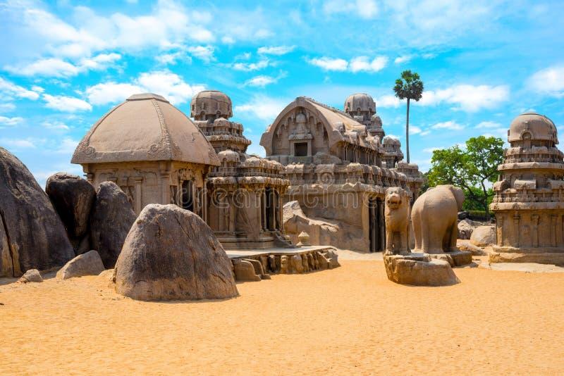 Hinduisk monolitisk indisk vagga-snittet arkitektur Pancha tjaller royaltyfria foton